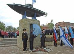 Открытие памятника подводной лодке Джевецкого в Гатчине