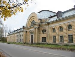 Здание бывших кирасирских казарм в Гатчине