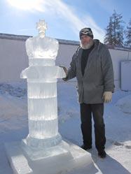 Ледяная колонна в Приоратском замке в Гатчине
