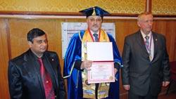 Награждение В.П. Пестряка-Головатого Дипломом международного конкурса Гармоничное развитие человека